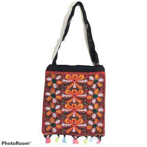 Crossbody embroidered messenger bag NWOT tribal
